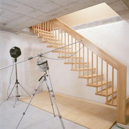 Die ruhige Akustik der Treppe und Trittschallübertragung zur Wand haben einen großen Stellenwert