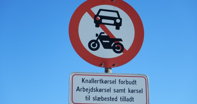Schilder an Dänemarks Straßen – Slæbested