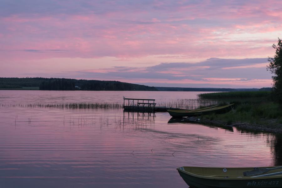 Mittsommer: der Haapajärvi in Iisalmi nachts um 2 Uhr