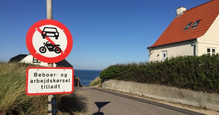 Schilder an Dänemarks Straßen – Beboer- og arbejdskørsel tilladt