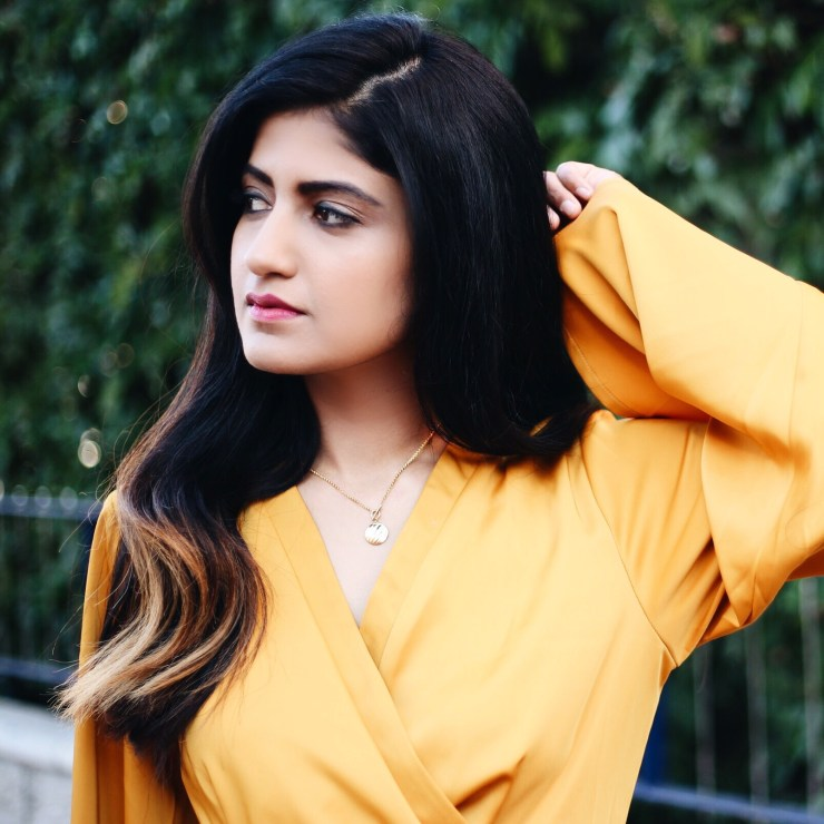 yellow_dress_minimal_jewelry_necklace_kimono_silky_sleeves