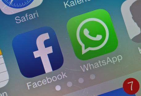 Facebook studia integrazione con WhatsApp