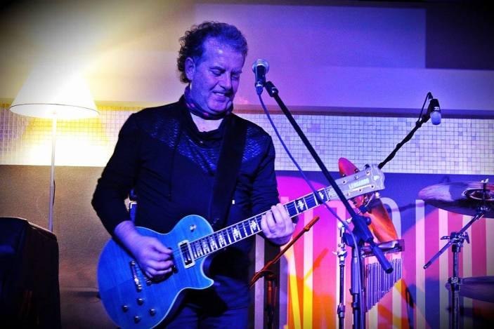 Rudella e la storia della chitarra sul palco de The Untouchables Club