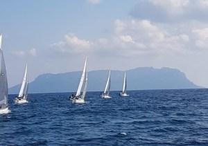 Riprende la stagione della Flotta sarda J24 e Dolphins si porta al comando