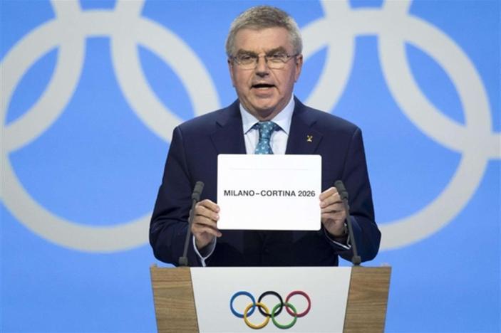 Il presidente del Cio Thomas Bach rende nota la vittoria dell'Italia