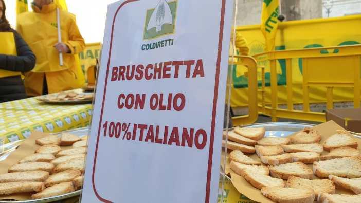 A Napoli si tenta la bruschetta dop più grande del mondo