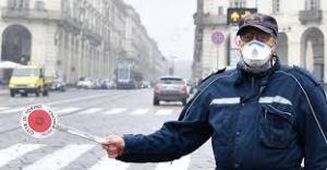 Mascherine, utilizzate ultimamente contro il contagio del coronavirus, utili anche contro l'inquinamento dei motori delle auto