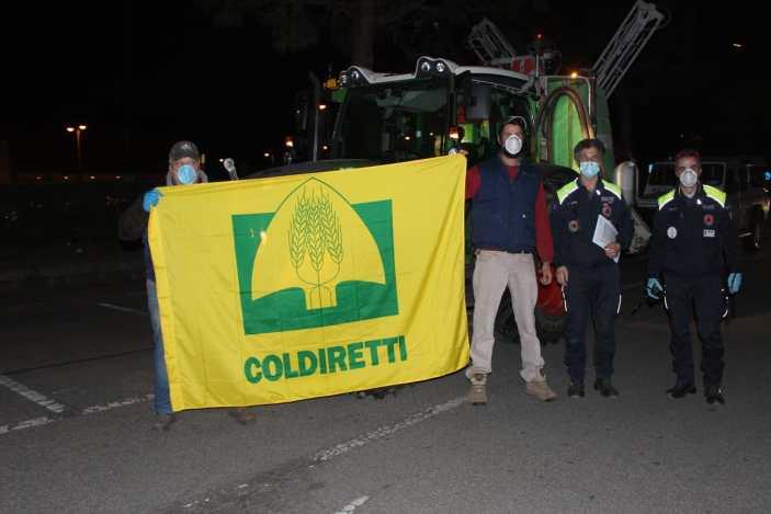 Coronavirus, trattori Coldiretti sanificano le strade