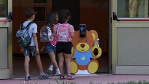 Un orsetto anti Covid a scuola