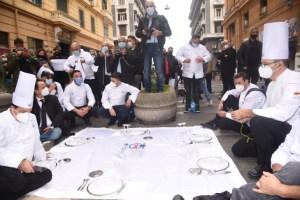 La ristorazione finisce per strada