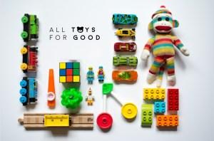 Gli sportivi donano giocattoli ai bimbi malati