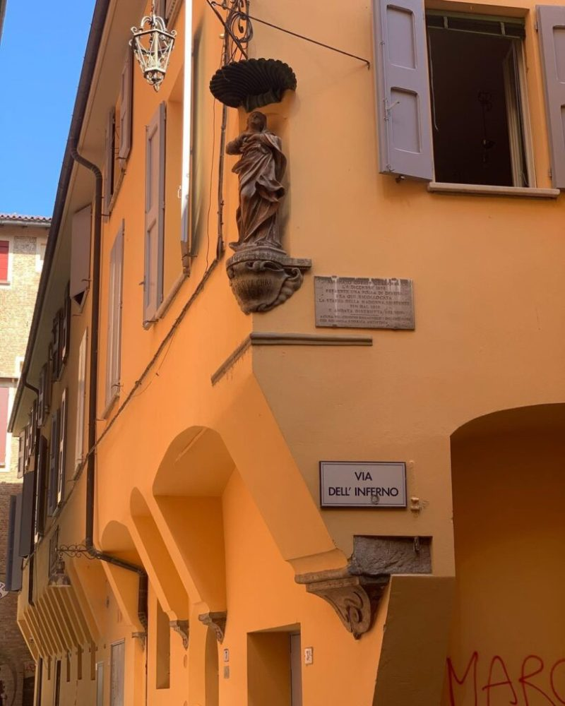 Scorcio di via dell'Inferno, strada principale dell'ex Ghetto Ebraico di Bologna.