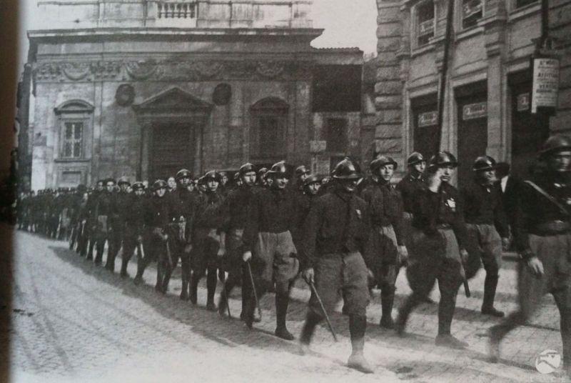 Roma negli anni: 10 scatti dal 1900 ad oggi. I fascisti a Roma nel 1922.