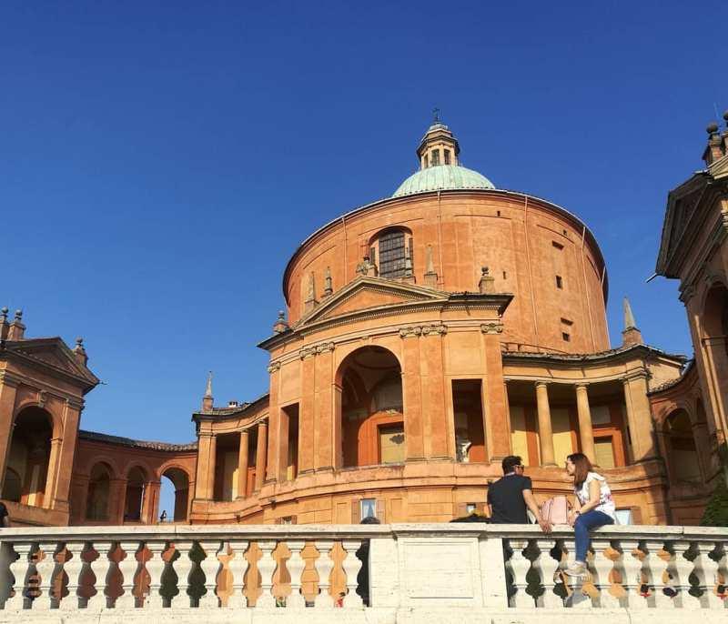 Il fronte del Santuario di San Luca .