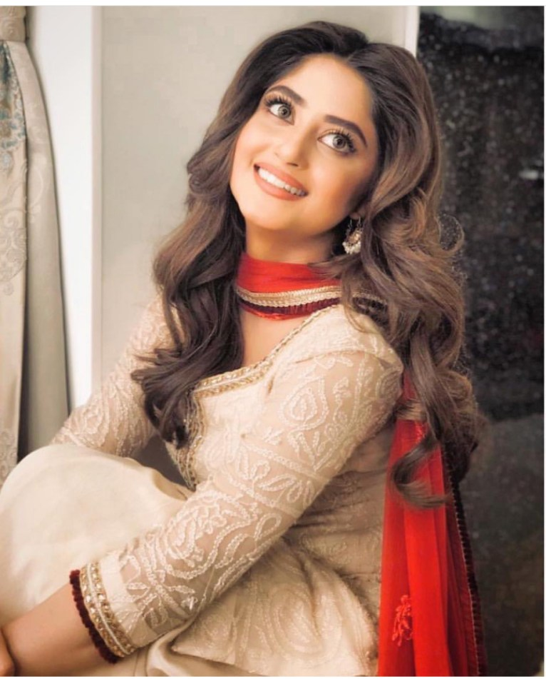 Sajal Aly iwth thicker but perfectly sculpted brows
