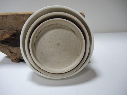 Plates. Diameter 21, 18 & 15 cm.
