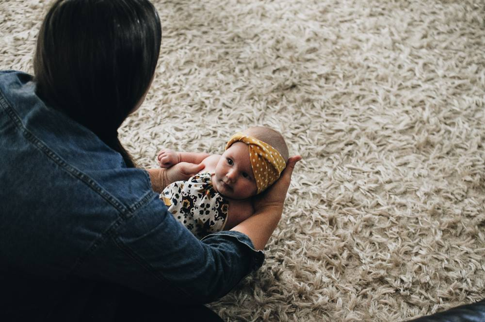 jojo looking at mommy