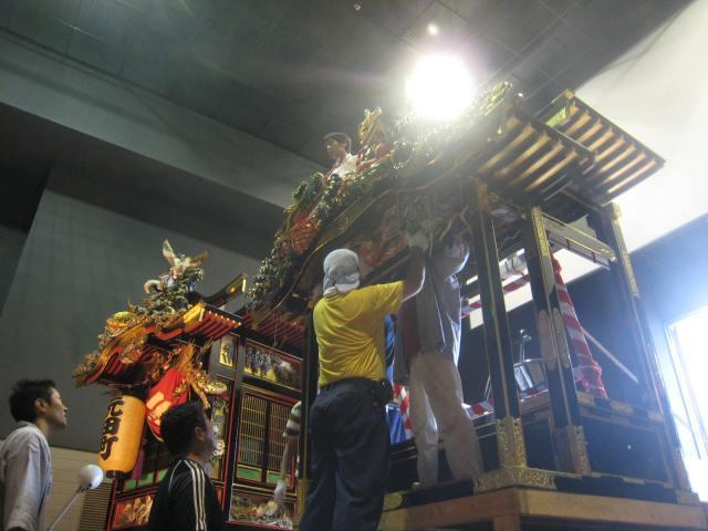 大屋台の組立(写真山あげ祭2011年6月26日)