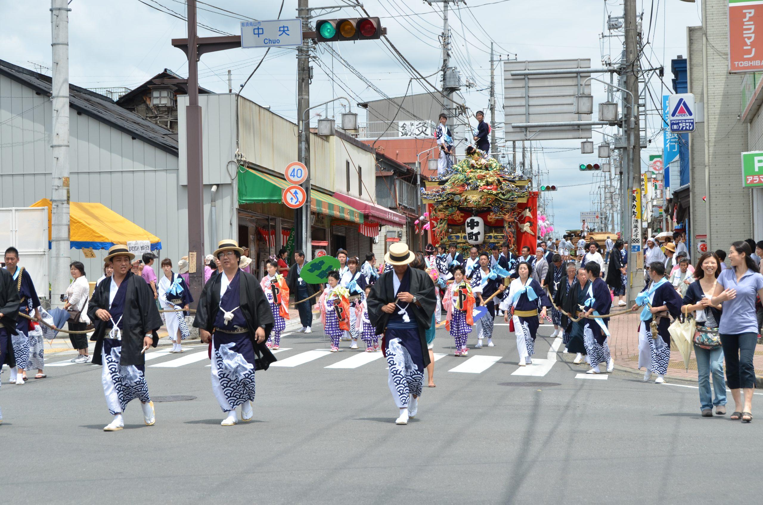 先陣を切る世話人(写真:2011年7月24日金井町訪問