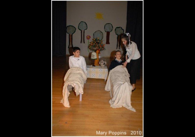Φανή Καράτζου | Θεατρική Παράσταση 2010 image 2