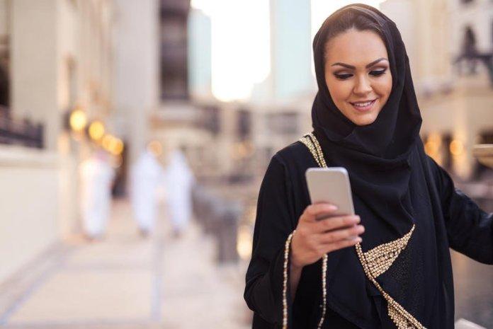 4 طرق للتواصل علي الزوج المغترب