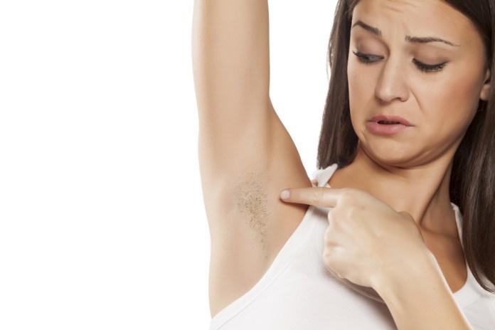 5 طرق لإزالة شعر الإبط بدون ألم .. اختاري اللي يناسبك