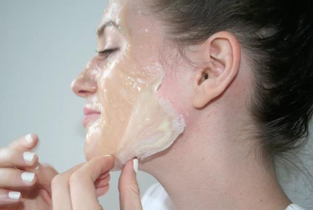 الجيلاتين واللبن لإزالة شعر الوجه