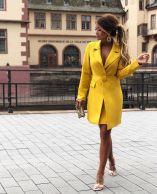 أفكار لارتداء اللون الأصفر 4