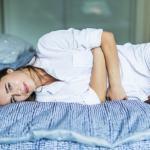 لماذا تشعرين بانتفاخ البطن والغازات خلال الدورة الشهرية ؟
