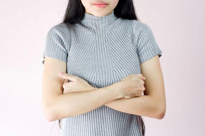 أسباب ظهور تشققات في الثدي