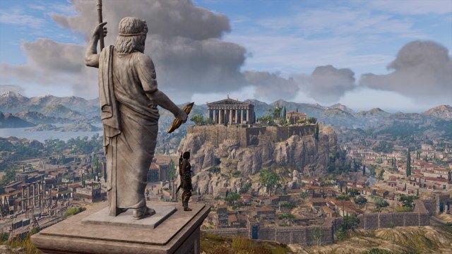 Image décorative : capture du jeu AC Odyssey, montrant l'héroine au pied d'une grande statue de Zeus, regardant Athènes et l'Acropole.