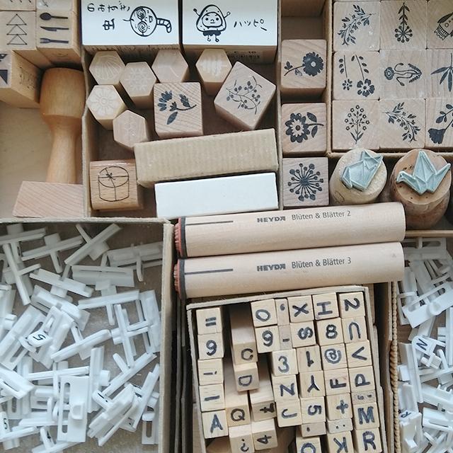 Teil einer Stempelsammlung fuer Porzellanworkshops zur Herstellung von Schmuckstuecken
