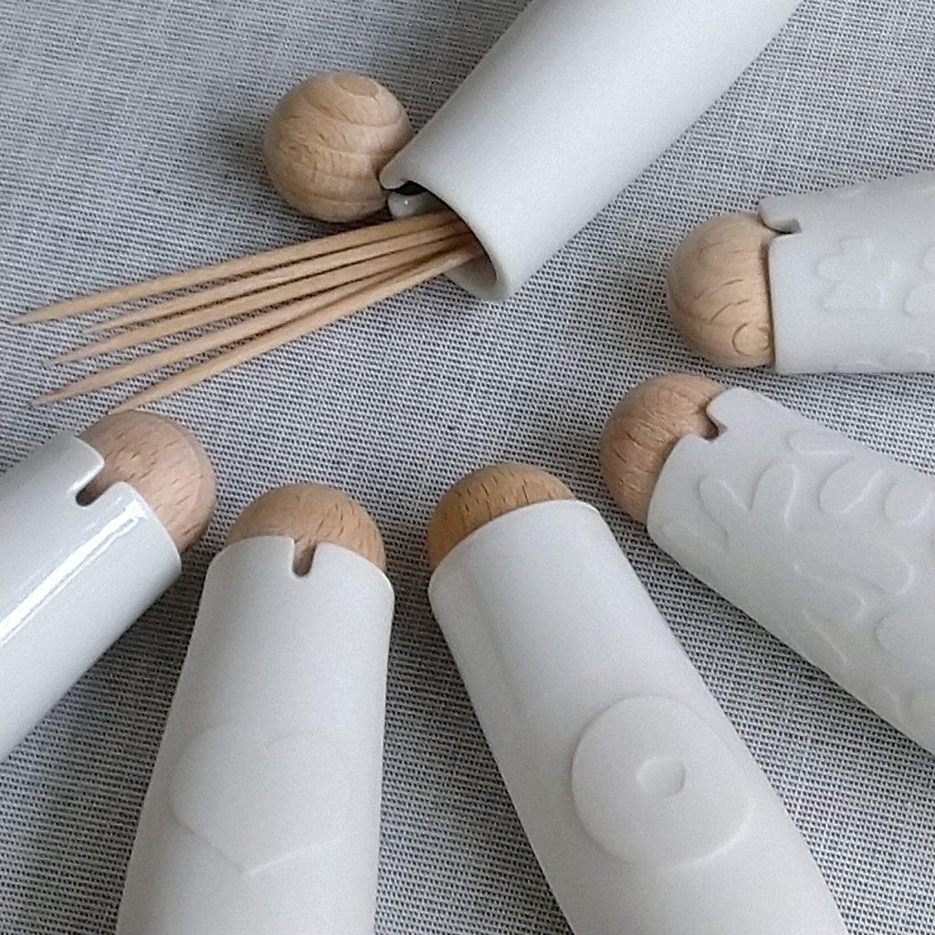 """6 Zahnstocherdöschen """"schnipsojo"""" aus Porzellan mit verschieden gestalteten Oberflächen, Nahaufnahme"""