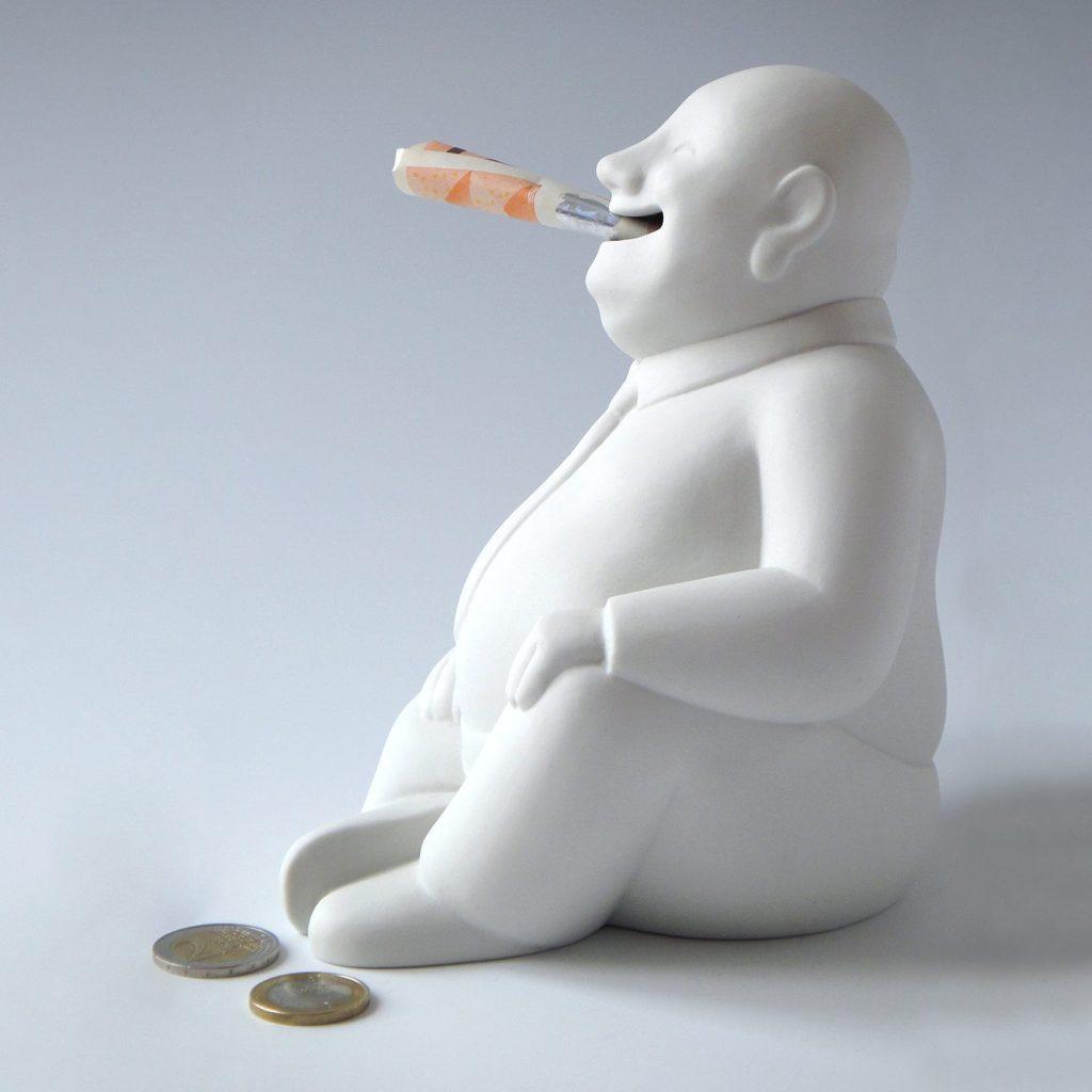 """Spardose """"Buddhy"""" aus Porzellan mit Geldschein und Münzen, Seiten-Ansicht komplett"""