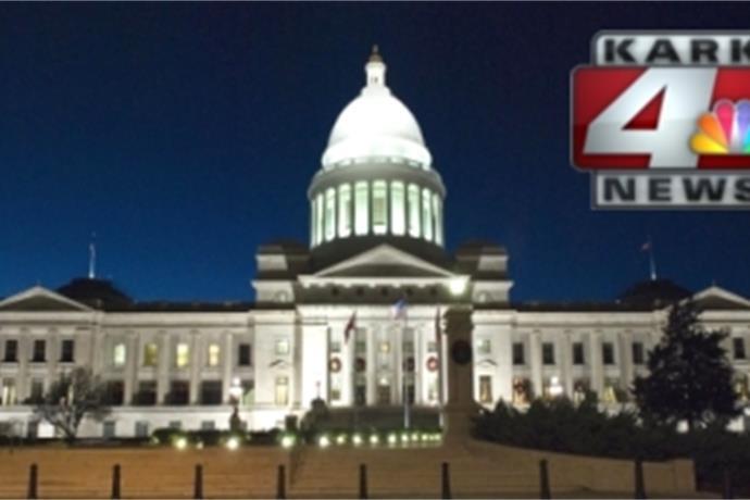 Spotlight is on Arkansas State Capitol _-3028737567647051861