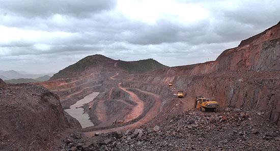 Bellary Mines. Photo source http://akshatavinash.wordpress.com