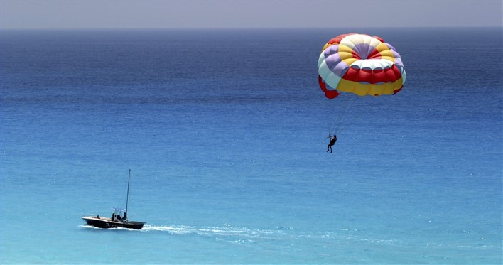 Parasailing. Image source Flickr