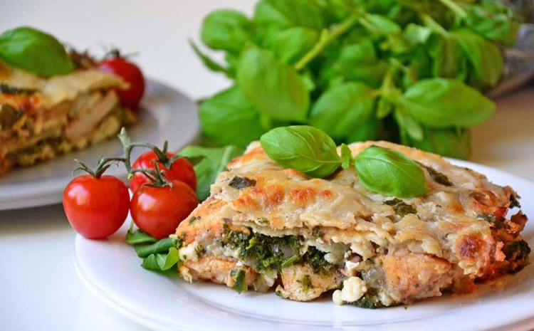 White lasagna with chicken, bacon and spinach