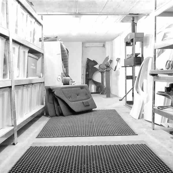 Blick in die Oldtimer-Werkstatt: Karosserie Garage, Bad Saulgau, unser Ersatzteillager für Youngtimer und Oldtimer