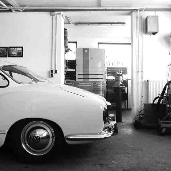 Blick in die Oldtimer-Werkstatt: Karosserie Garage, Bad Saulgau, VW Karmann-Ghia Typ 14