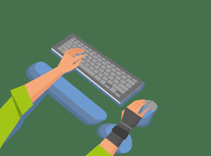 Frau mit ergonomischer Unterlage PC-Arbeit