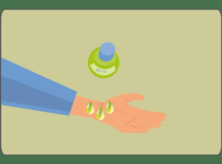 Frau Karpaltunnel-Syndrom töpfelt Öl auf Handgelenk