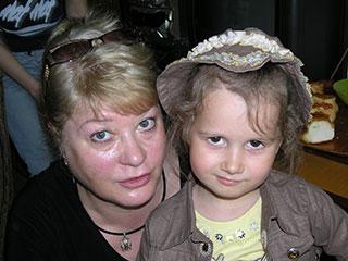 Лариса Карпенко с внучкой Кристиной