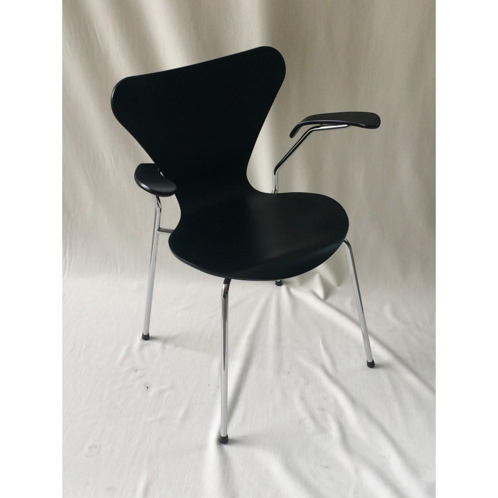 Reproduction Chaise Seven De Jacobsen Avec Structure En