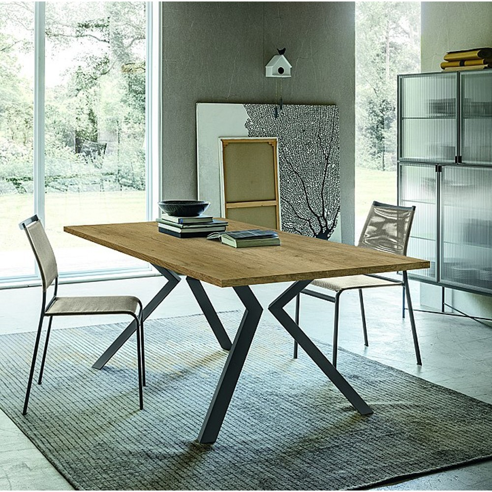 table extensible zoo piccolo avec structure en metal et plateau en bois disponible en plusieurs finitions et tailles