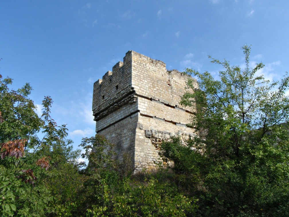 Tower above the meanders: Cherven