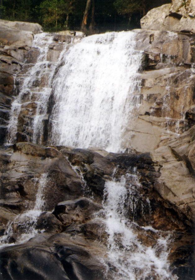 Thundering down the mountain: Popina Laka Waterfall