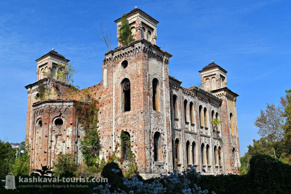 Explore the grandiose ruins of the once-thriving Vidin Synagogue