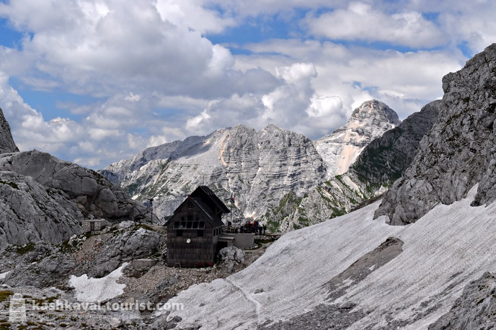 Alpine accommodation can hardly get any more picturesque than the Dolič Hut