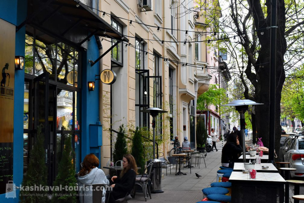 Fashionable open-air cafés and chic eateries are to be found aplenty on Oborishte and Shipka